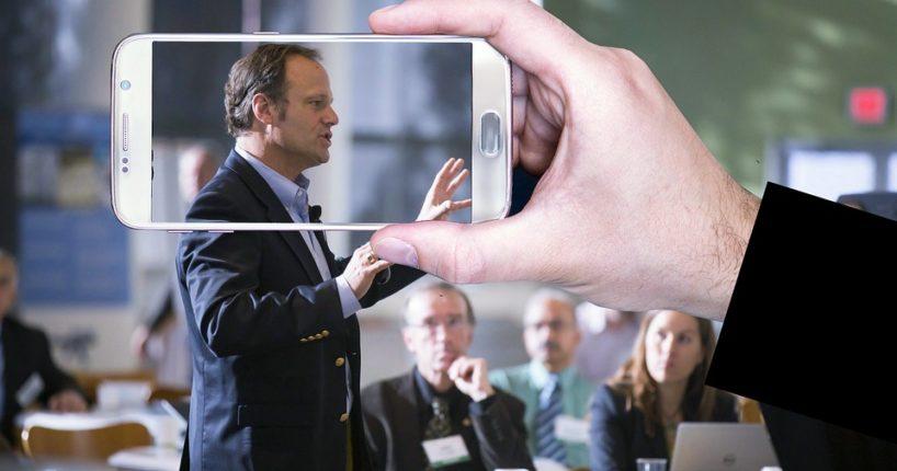 Jak prezentovat na veřejnosti a neotrávit tím posluchače